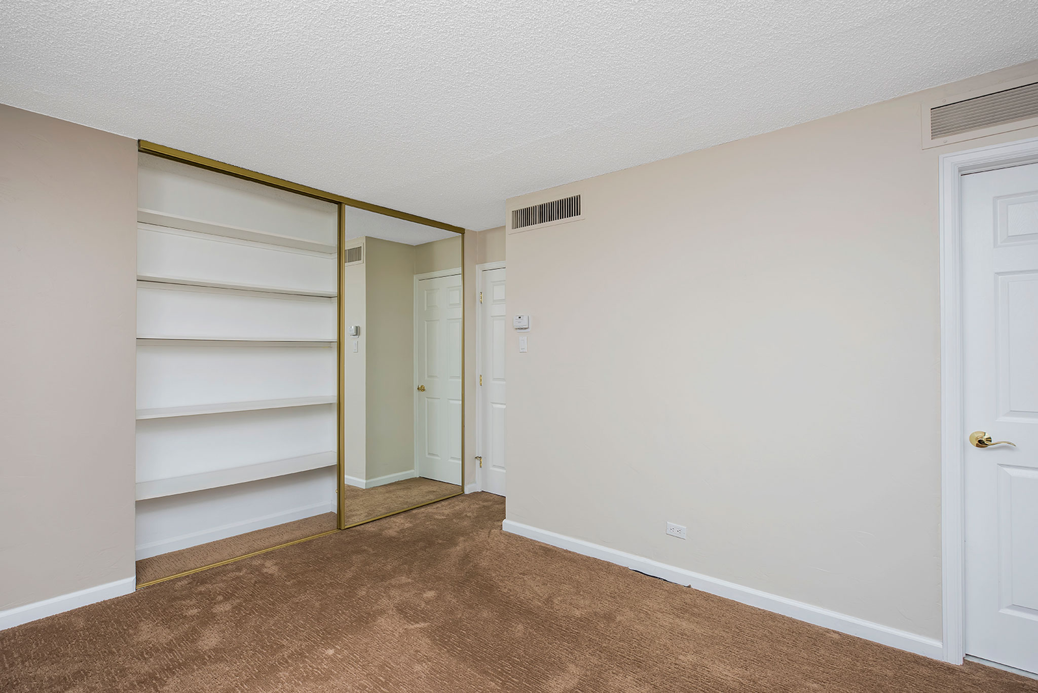 11-web-master-bedroom